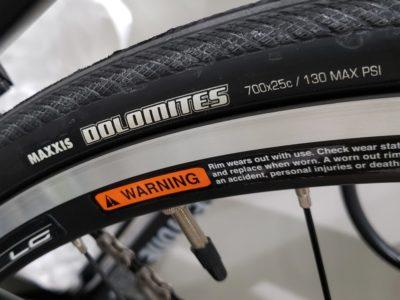 タイヤはMaxxis Dolomites