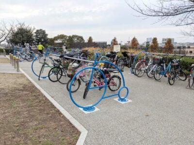 柴又公園に新しく設置されていたサイクルラック その1